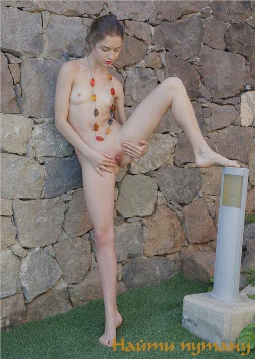 Мая: мастурбация члена ногами